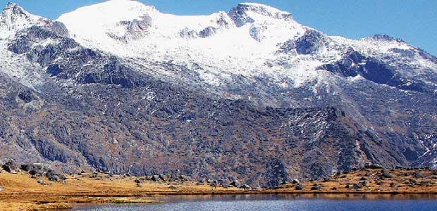 雪に覆われた Chachakumani