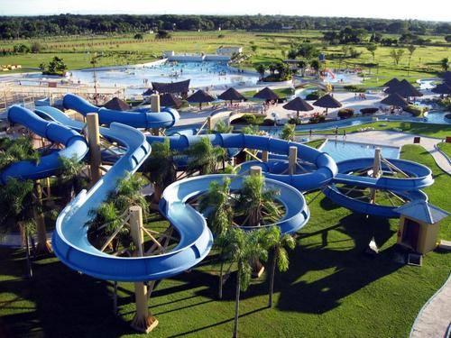 Der Erste Wasserpark In Südamerika. Wo Wasserspiele Genießen, Seine  Hauptattraktion Ist Die Wasserrutschen Und Wellenbecken.
